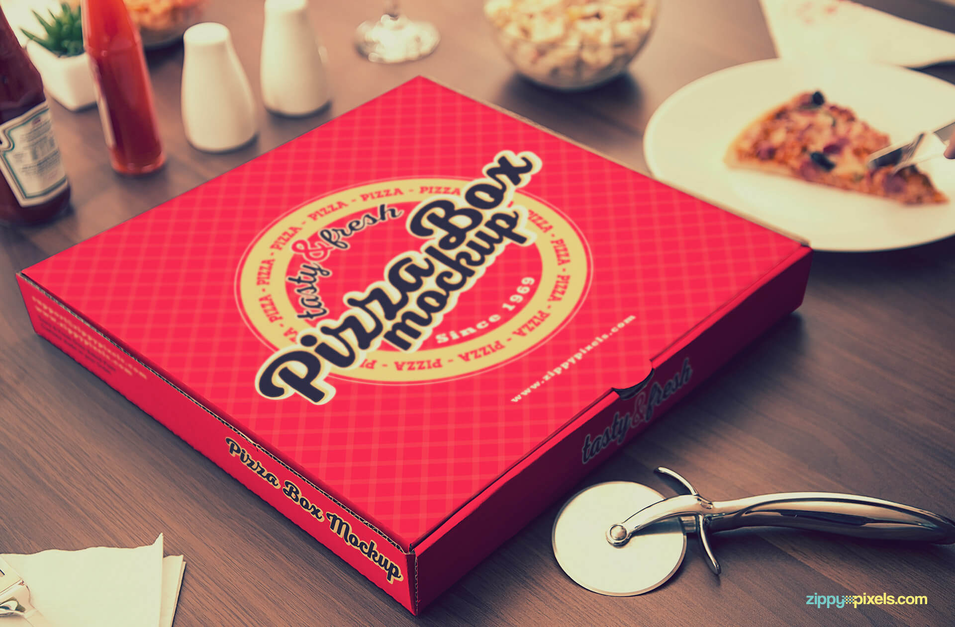Pizza packaging mockup PSD.