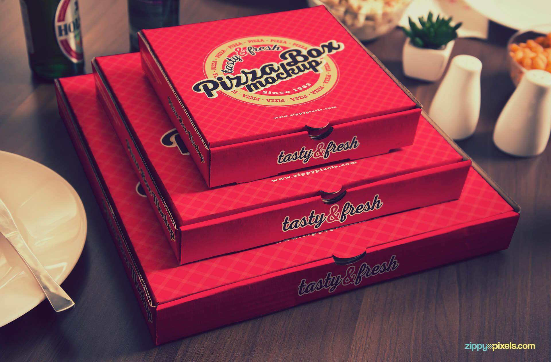 Showcase ready pizza box PSD.