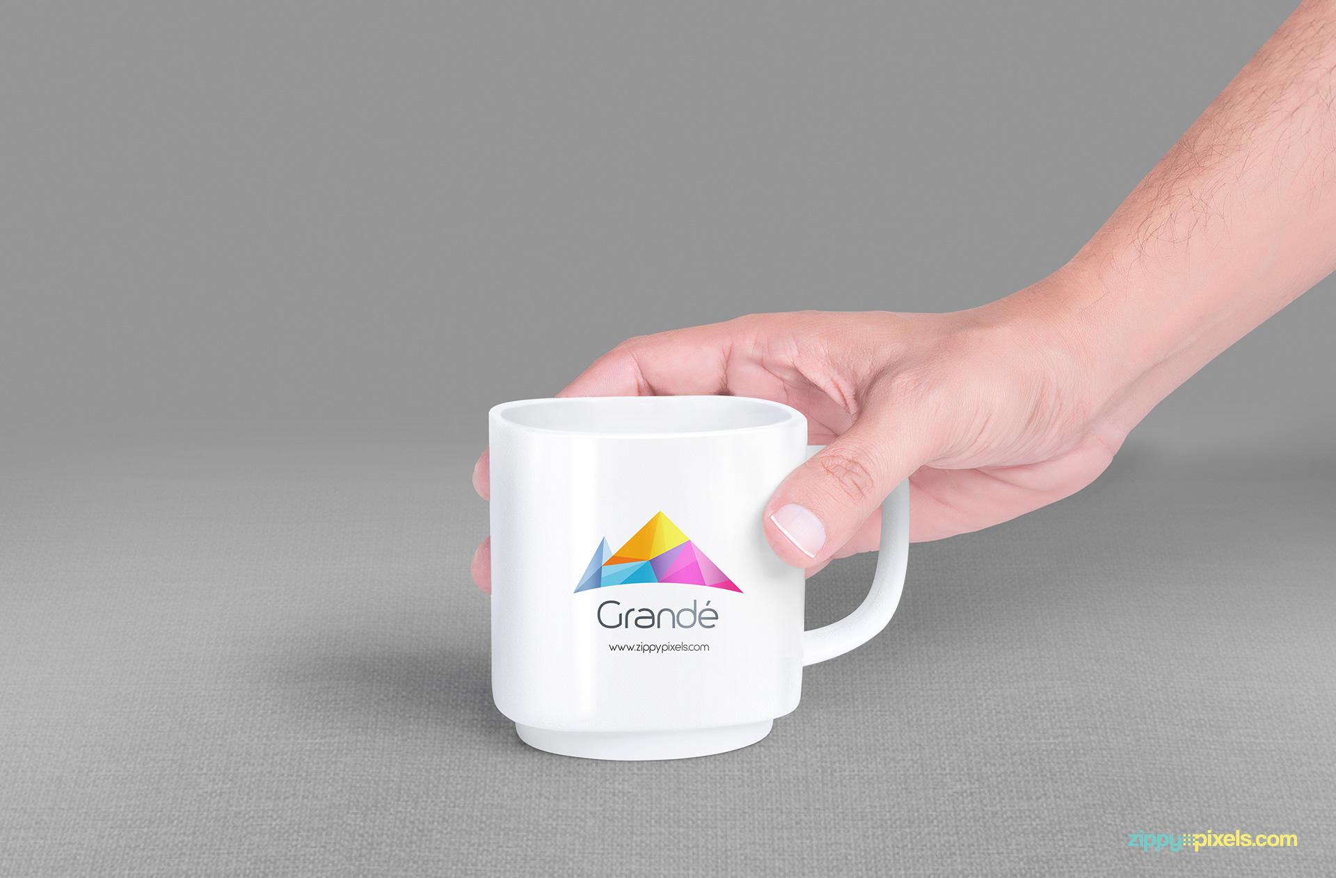 Mug mock-up PSD to place your logo designs.