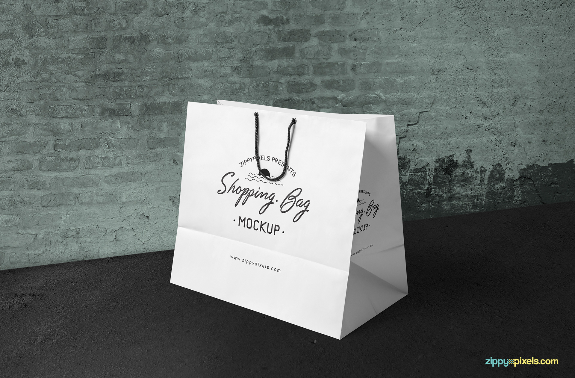 shopping-bag-mockup-placed-on-vintage-surface