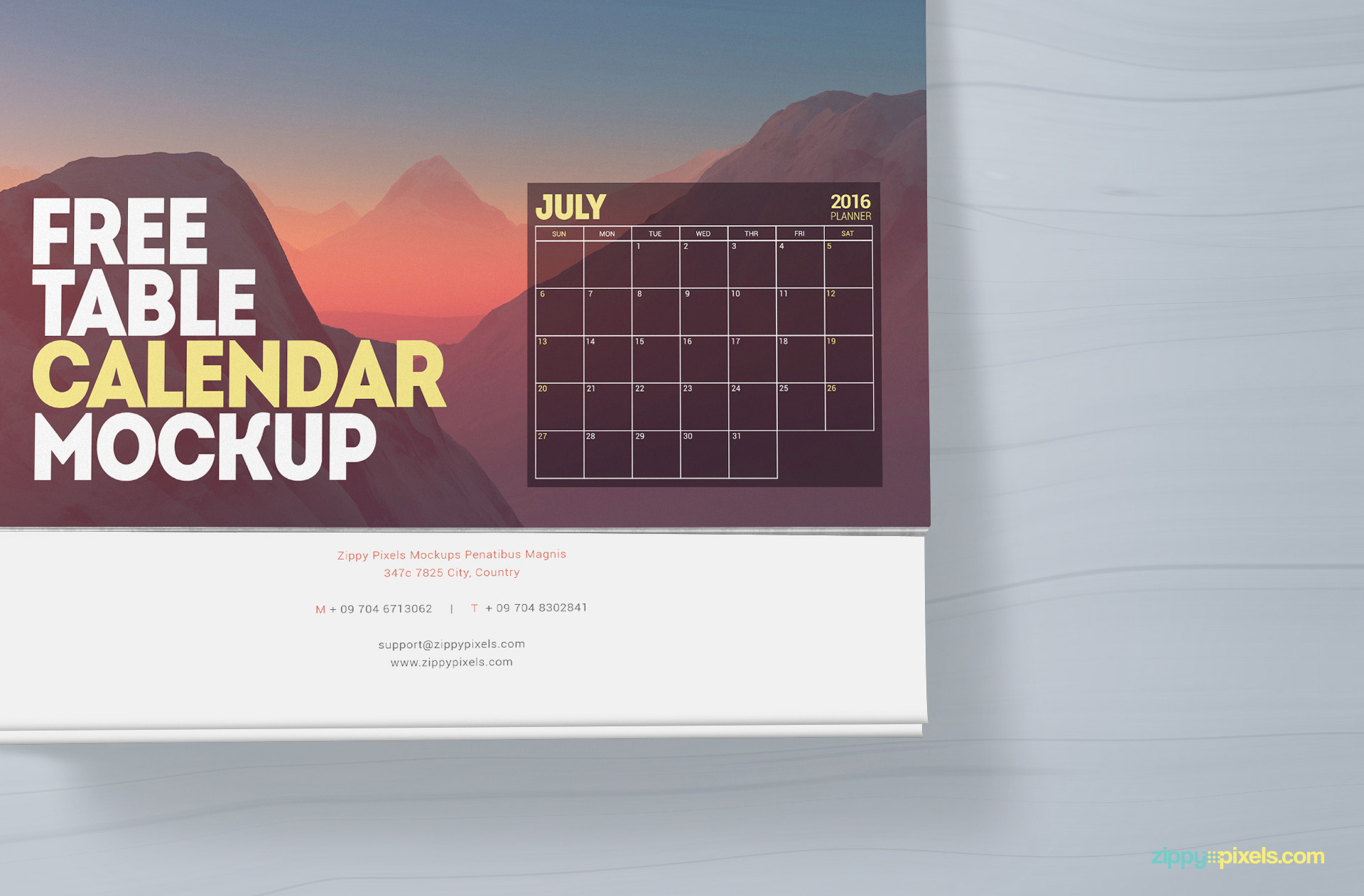 Free photorealistic calendar mock-up
