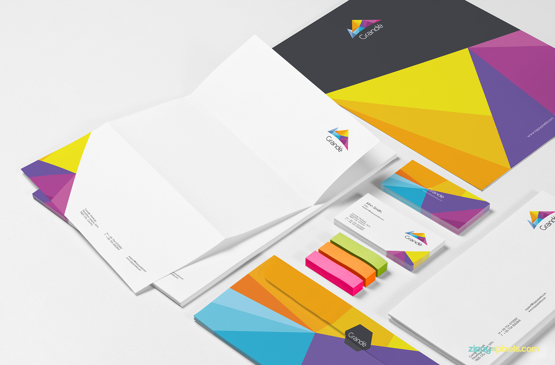 Fully customizable stationery mockup PSD free.