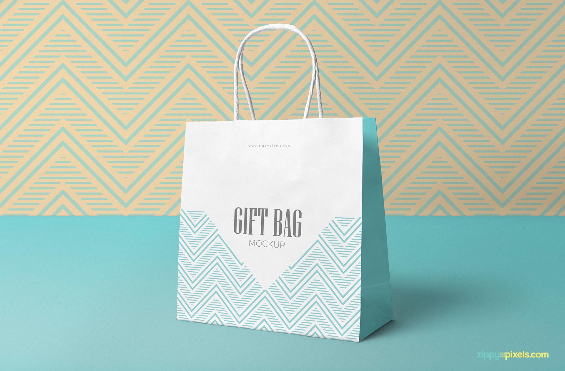 Free gift bag mockup.
