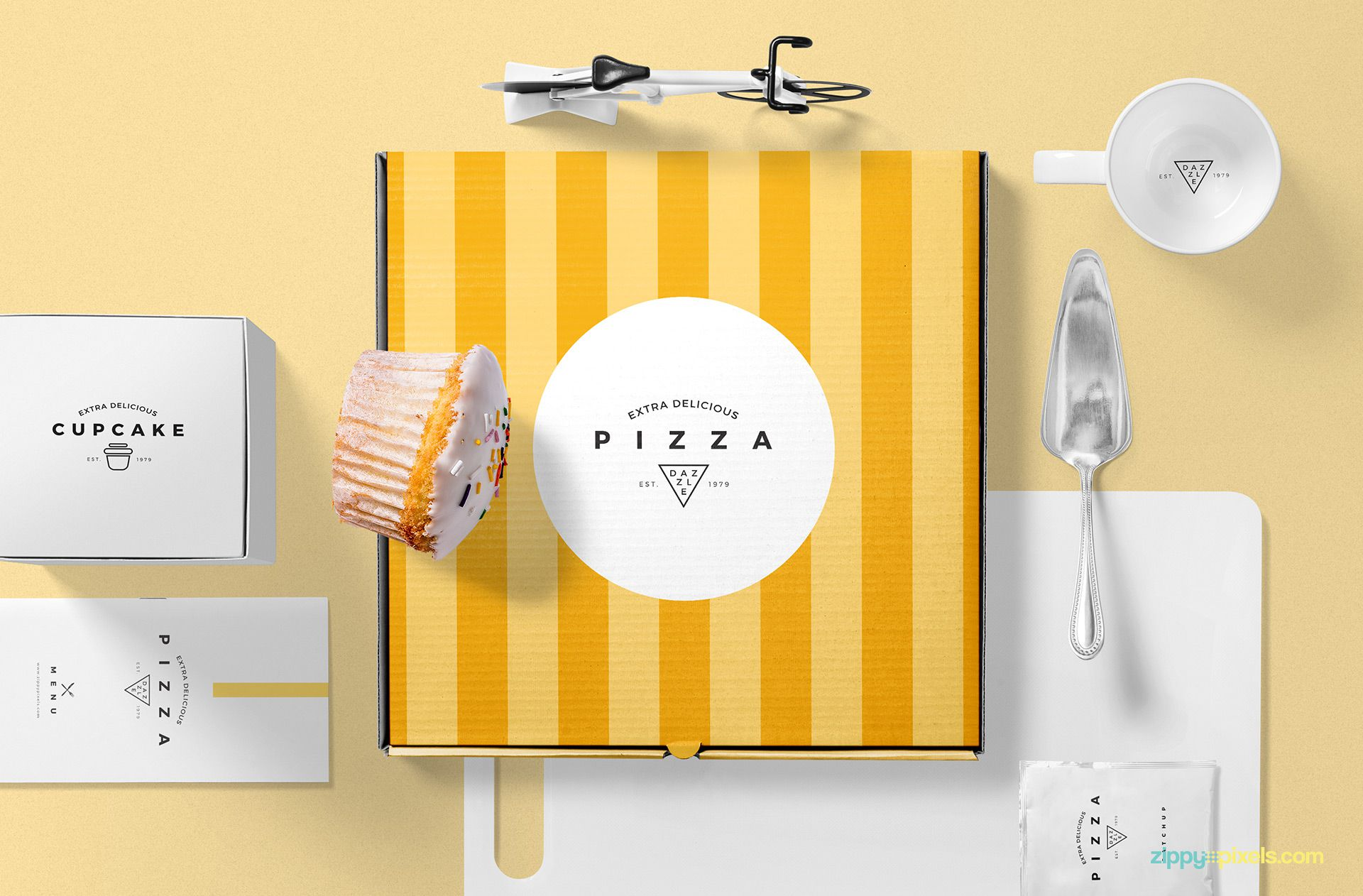 Free pizza packaging mockup.